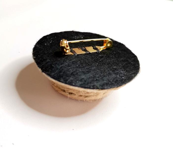 Broche Chapeau-La décoration et le montage