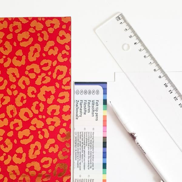 Créer un marque-page avec du tissu adhésif-Découpage du rectangle de tissu adhésif