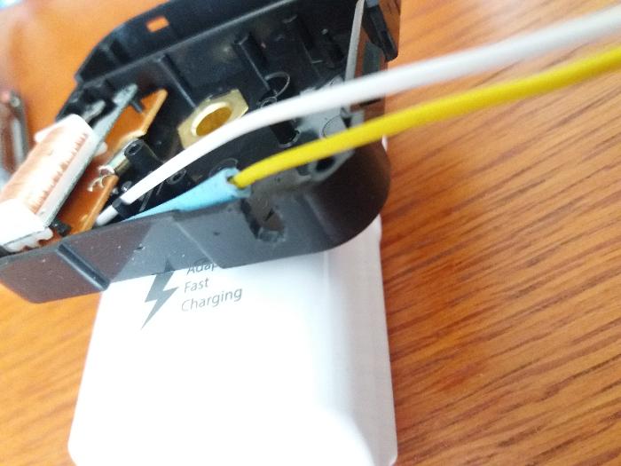 Partie électronique de la Dingo'clock-Espace pour faire sortir les fils du boîtier de l'horloge