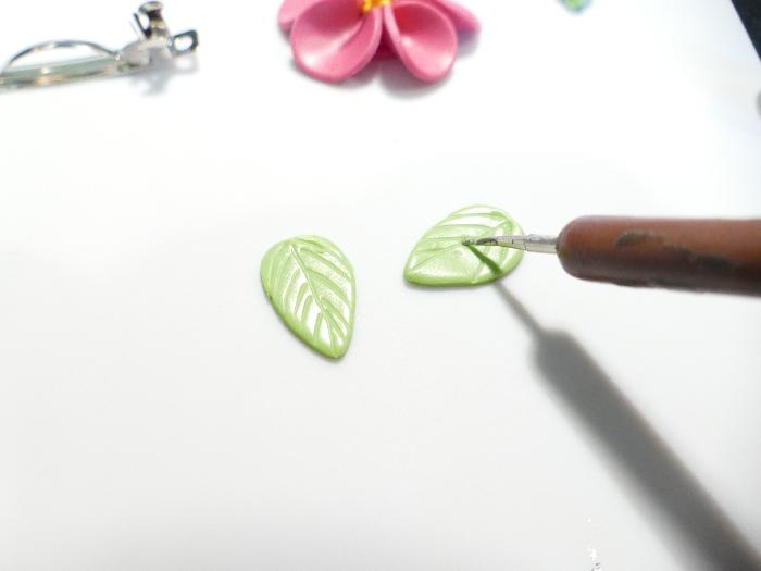 Barrette Feur d'Hibiscus-Les feuilles