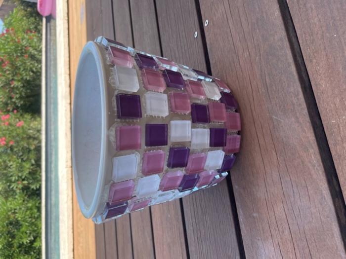 Pot de fleurs en mosaïque -Coller les mosaïques sur le support