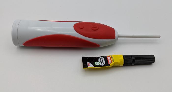 Robot Brosse (à faire en famille)-Extraire et coller la tige de la brosse à dent