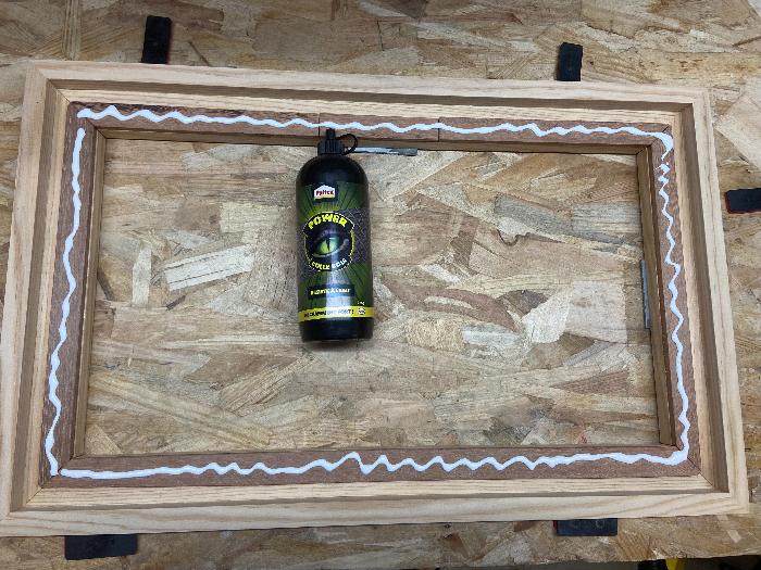 """DIY : Tableau """"Caisse américaine"""" avec panneau rainuré peint-Collage du cadre et du panneau"""