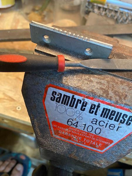 """DIY : Tableau """"Caisse américaine"""" avec panneau rainuré peint-Préparation et mise en place de ce qui servira de crochet pour pendre ce DIY"""