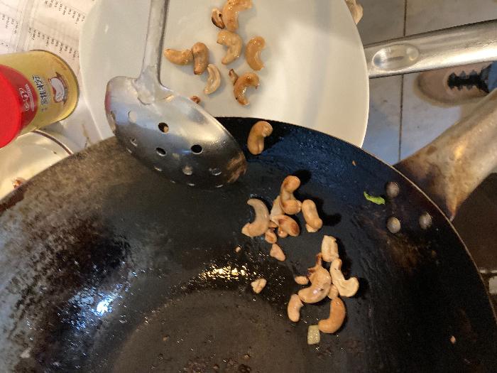 Recette chinoise familiale : porc sauté aux cajous et poivrons-Frire les cajous