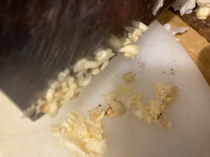 Recette chinoise familiale : végétarien, christophine sautée aux champignons noirs-couper l'ail comme sur la photo