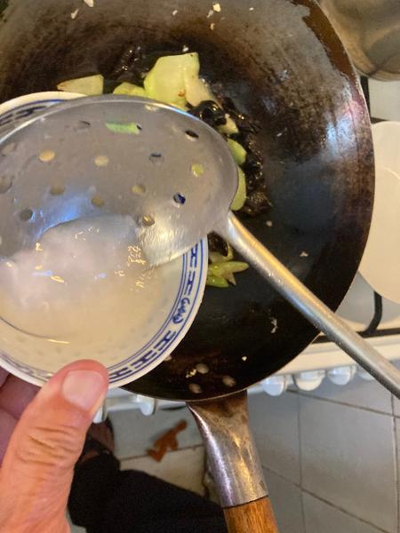 Recette chinoise familiale : végétarien, christophine sautée aux champignons noirs-Préparation de la sauce