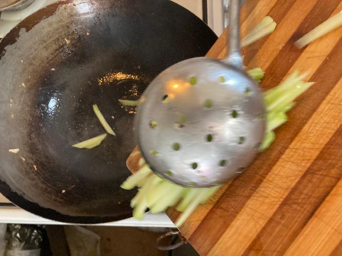 Cuisine chinoise familiale : boeuf sauté à la christophine -Woker la christophine