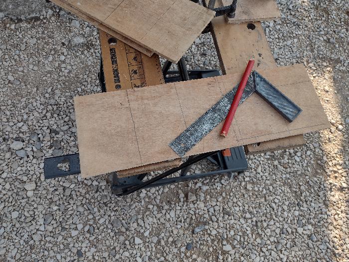 Vase design en bois et acier inoxydable-Découpe des planches