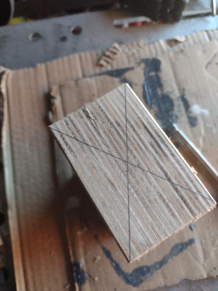 Vase design en bois et acier inoxydable-Percage du trou principal !