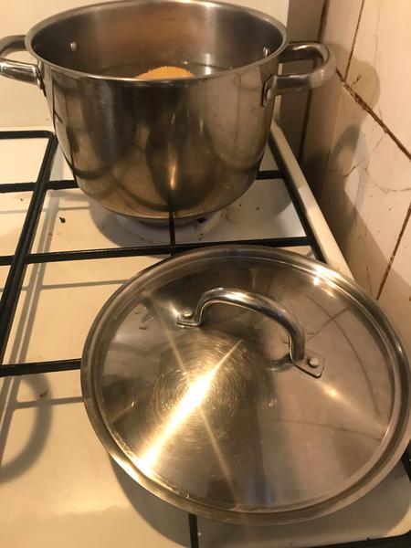 Recette cambodgienne familiale : Riz bouilli à la citronnelle accompagné de poulet -Cuisson du poulet