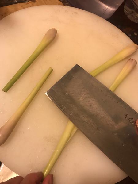 Recette cambodgienne familiale : Riz bouilli à la citronnelle accompagné de poulet -Preparation de l'assaisonnement