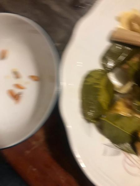 Recette cambodgienne familiale : Riz bouilli à la citronnelle accompagné de poulet -Retirer le poulet de l'eau et le passer immédiatement sous l'eau froide