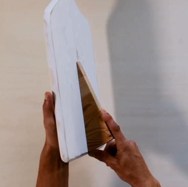 Réaliser un support pour tablette-Fixer les chutes de bois