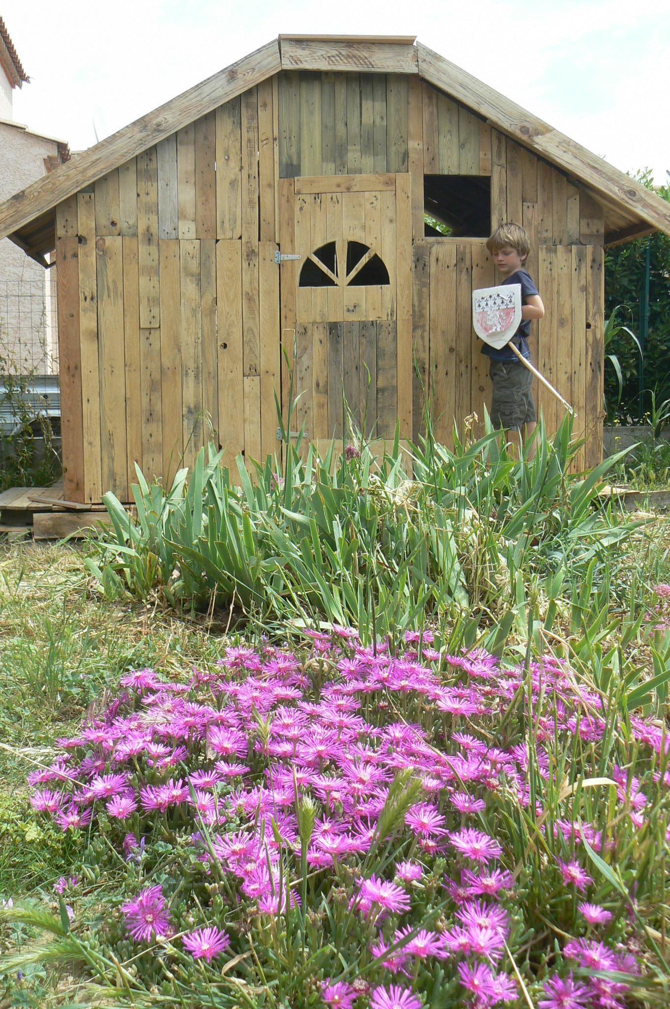 Une Cabane Pour Enfant En Palettes Oui Are Makers