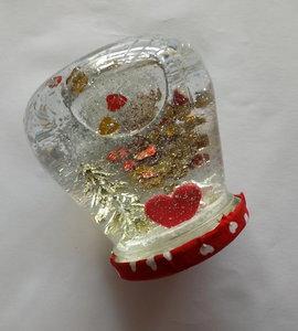 Boule de neige cœurs or et rouge pour la St Valentin