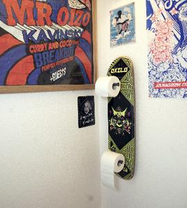 Fabriquer un porte papier toilette avec un vieux skateboard